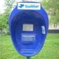 Et non vous ne rêvez pas : il s'agit bien d'une sorte de cabine pour twitter ! Elle a été aperçue à Skolkova en Russie, au pole technologique de Siemens. Attention à ne pas confondre avec un urinoir ...