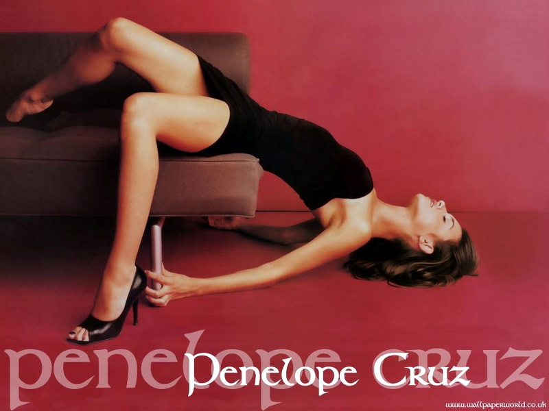 Penelope_Cruz___Wallpaper_02.jpg